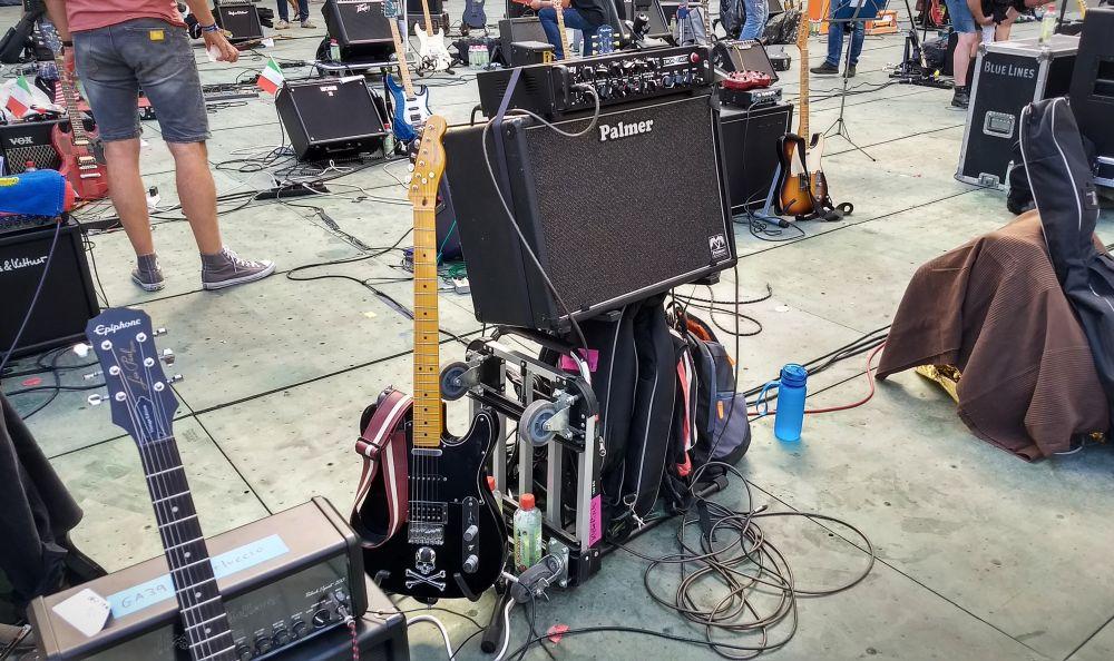 17 guitar gear focus 1000.jpg