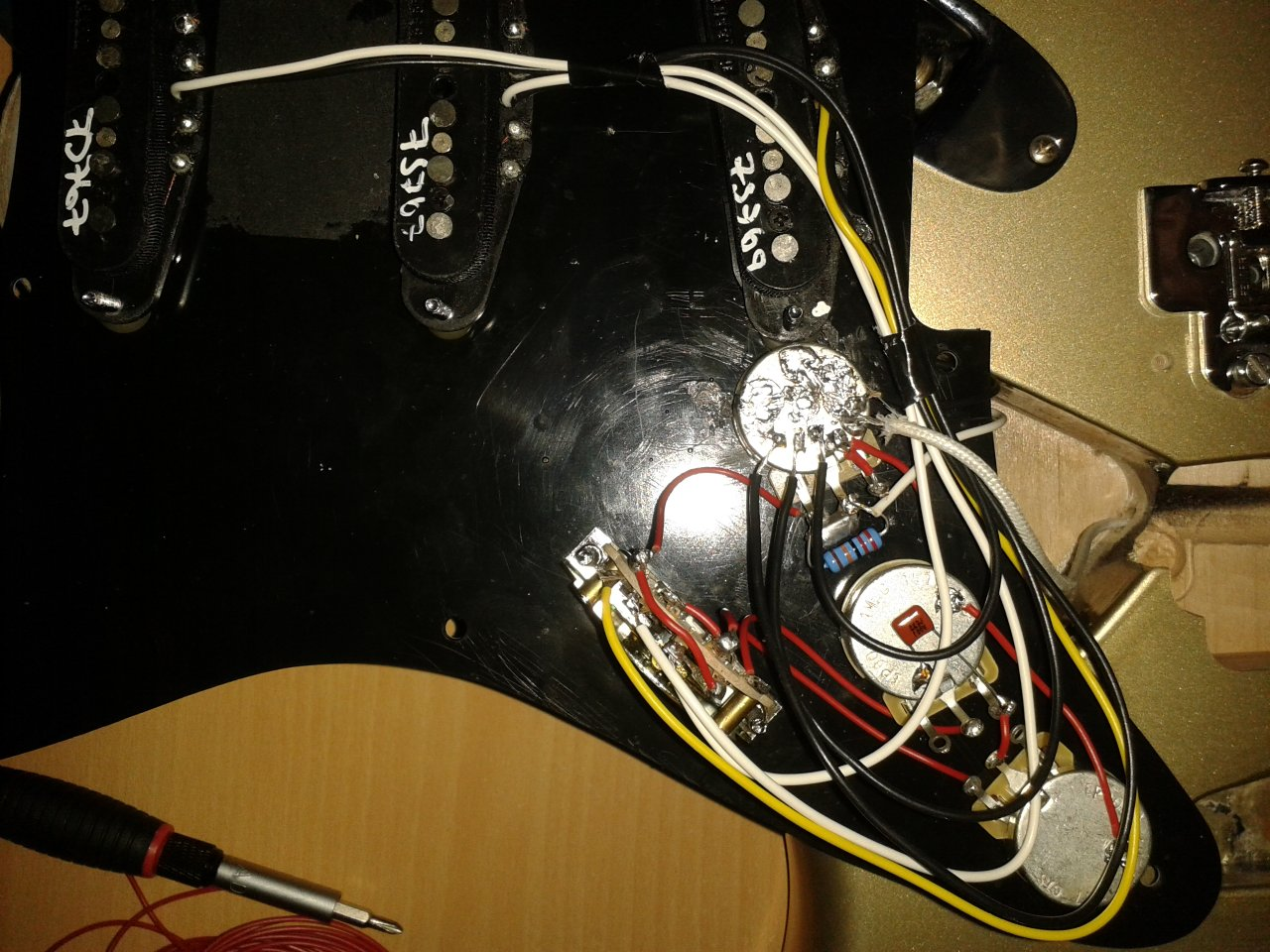E-Gitarre brummt nach Einbau von Fender Vintage Noiseless Pickups ...
