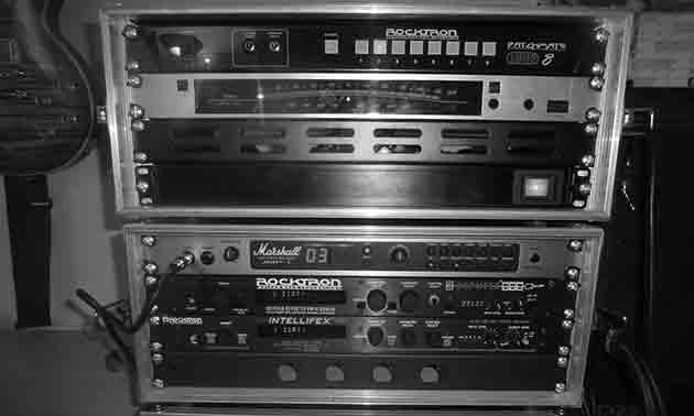 90er-jahre-vintage-rack-sytem-gitarre