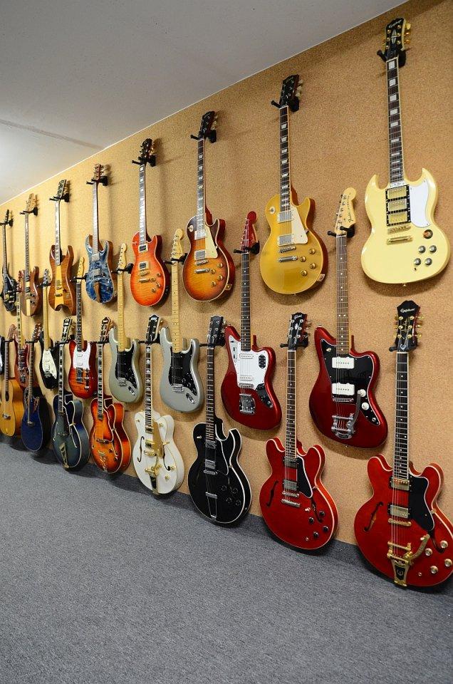 99 Gitarren 77.jpg