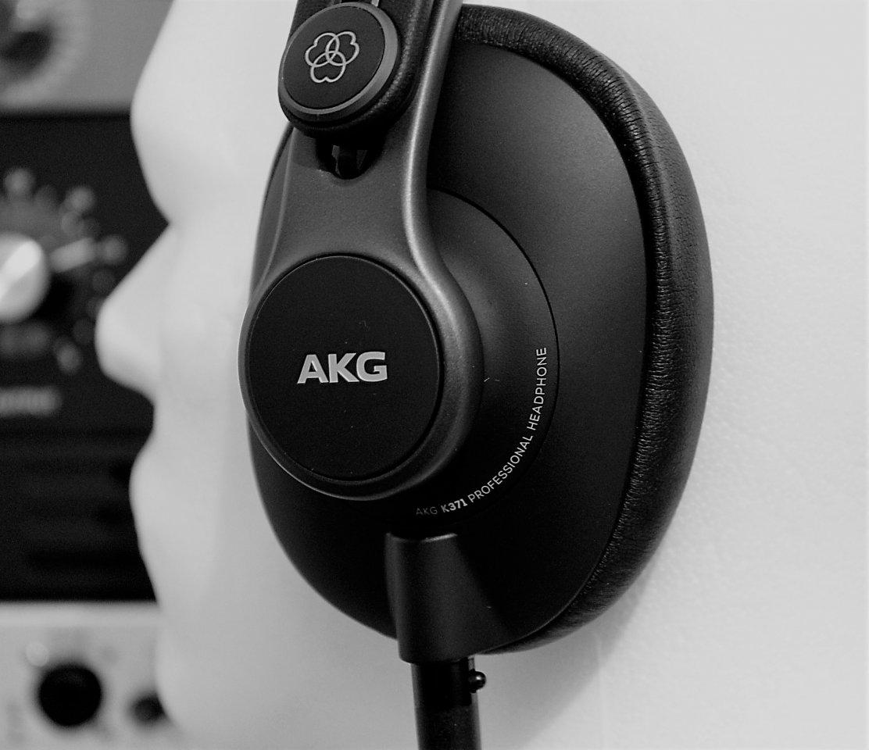 AKG K371 left.jpg