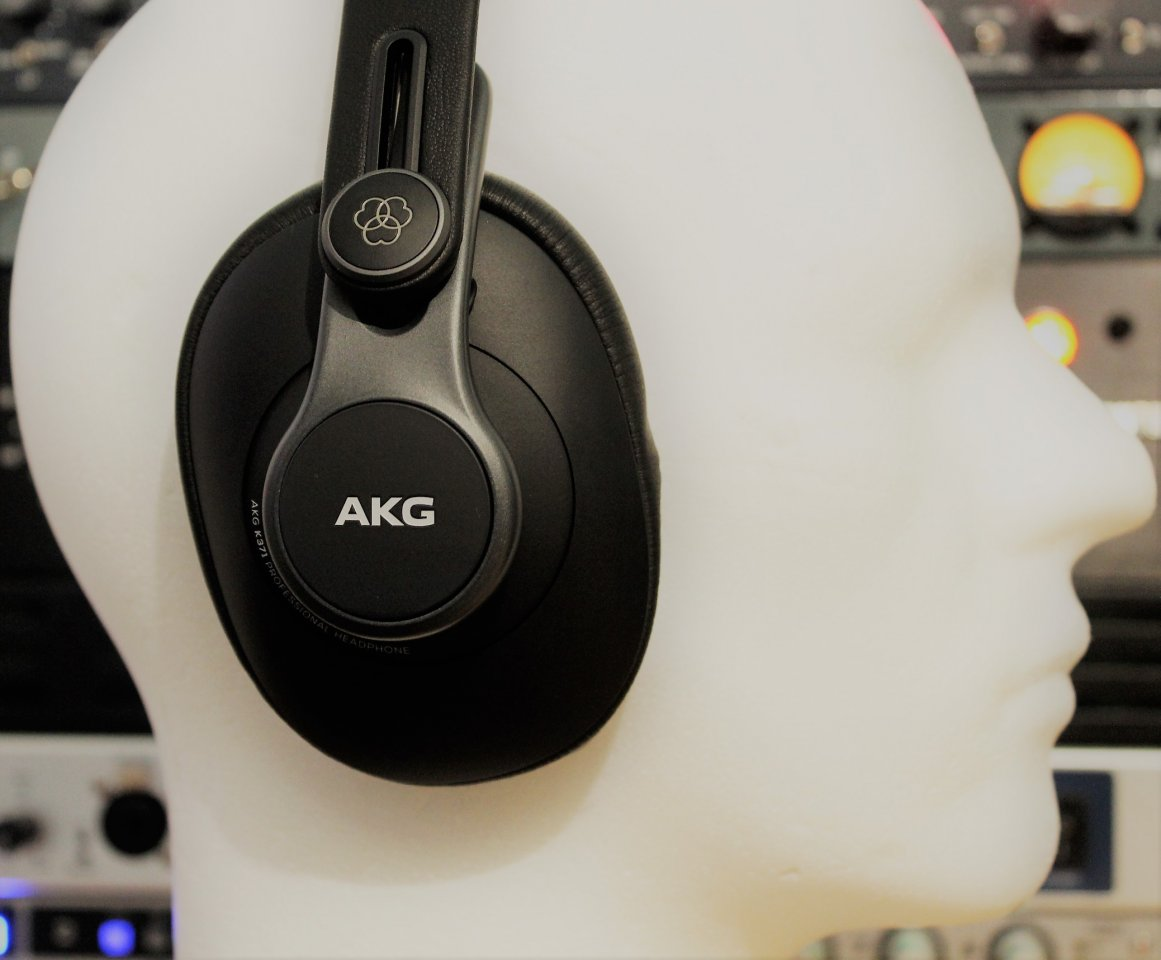 AKG K371 right.jpg
