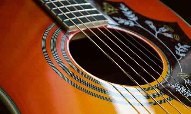 akustik-gitarre-hitze-luftfeuchtigkeit