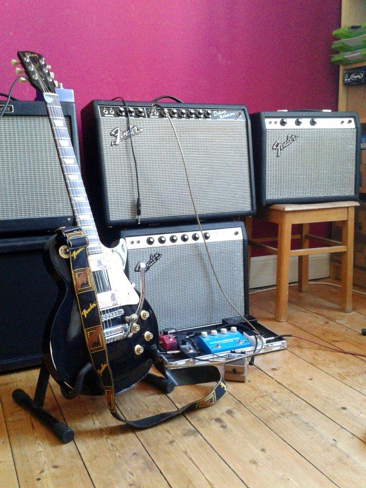 Amps & Les Paul.jpg