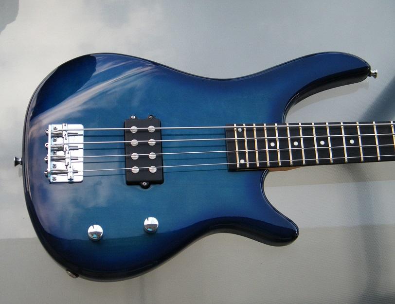 Bass Dimavery 01 KLEIN.jpg