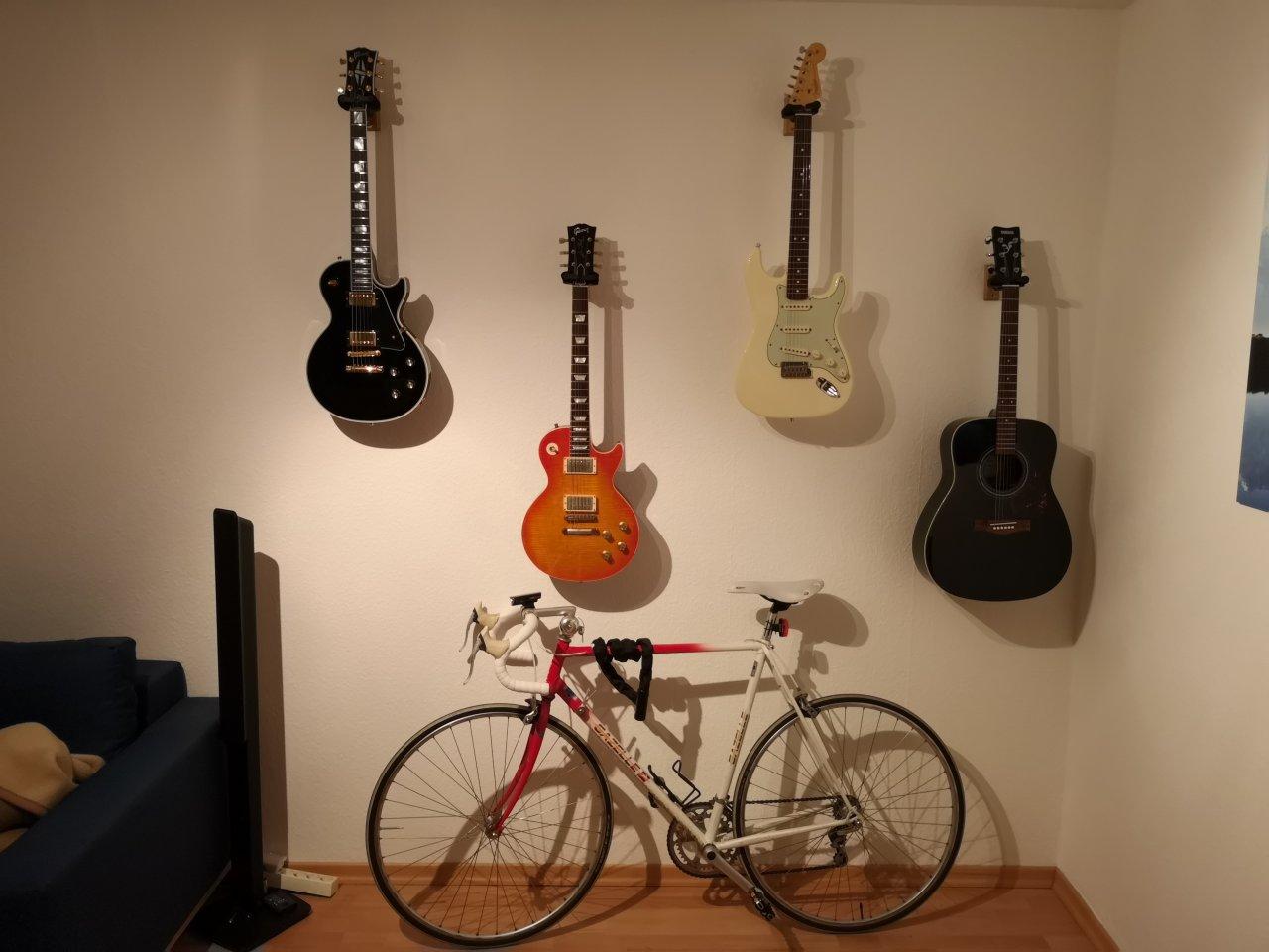 Alte_Gitarrenwand