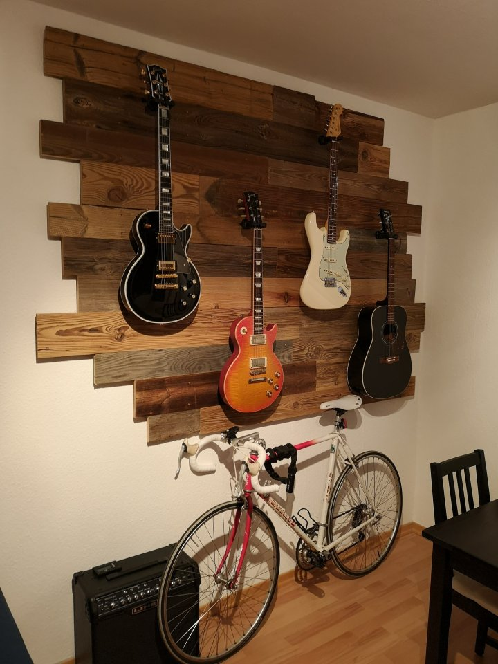 Gitarrenwand_Altholz_5