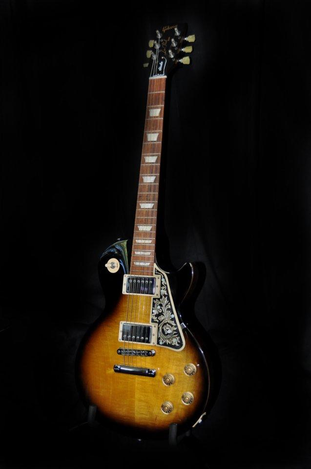 Pickguard mit Ranken und MOP-Einlagen auf Gibson Les Paul Studio