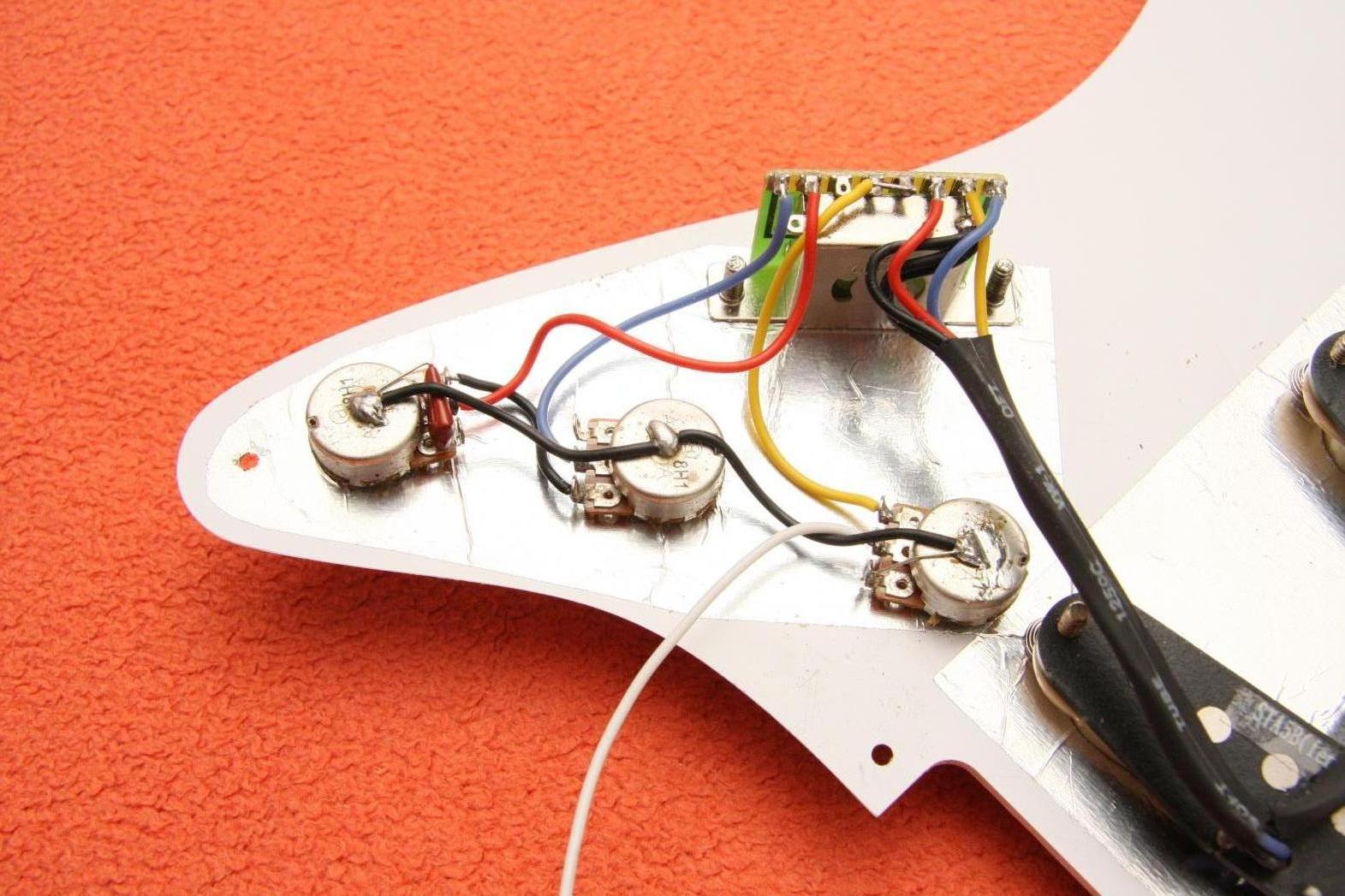 Ausgezeichnet Gitarre Elektronik Verkabelung Bilder - Elektrische ...