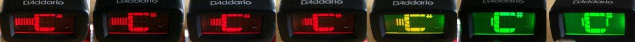 D'Addario Micro Violin Tuner Balkenanzeige Stimmgerät quer grün rechts.jpg