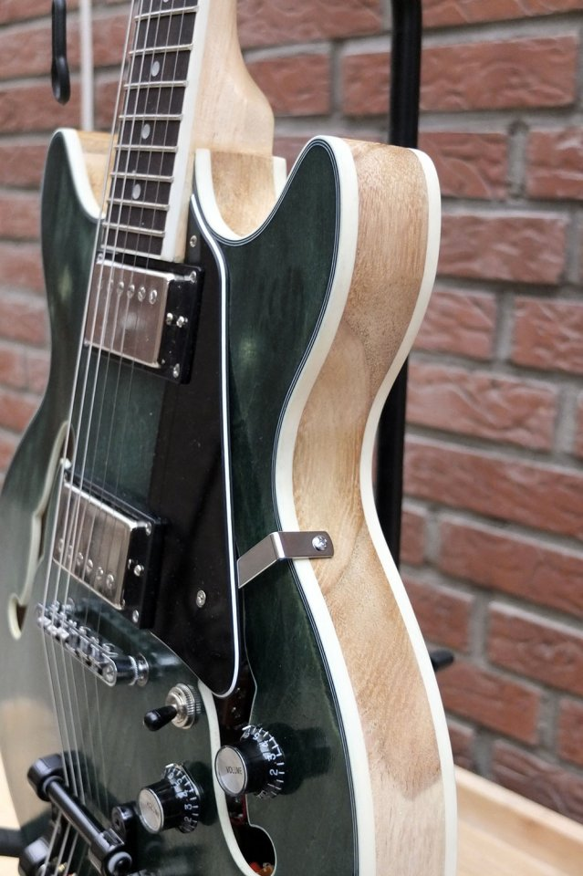 dc guitar7.jpg