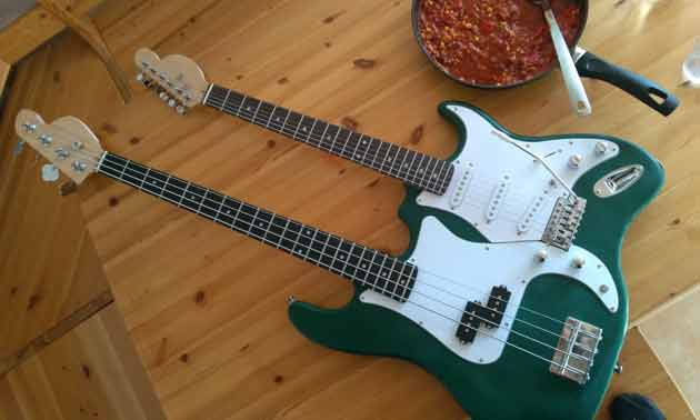doubleneck-bassbau-aktion-musiker-board