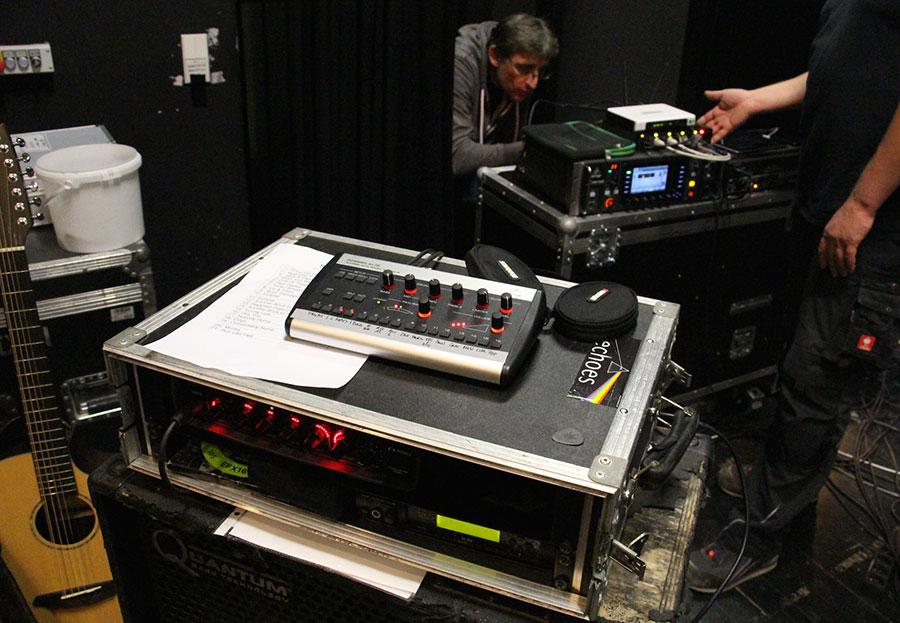 B 252 Hnen Monitor Anlage Mit Behringer X32 Rack Und P16 M