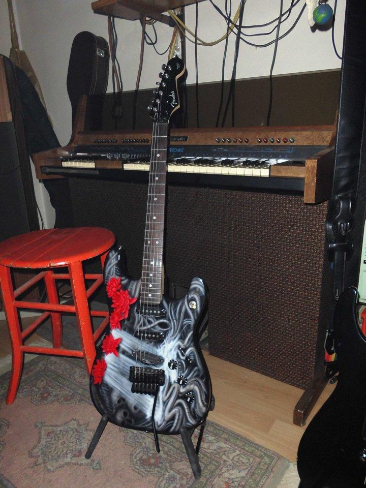 Fender Aerodyne Strat_total-02.JPG