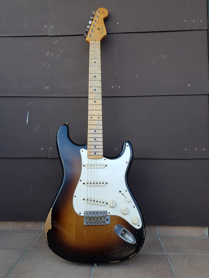 Fender Road Worn Straocaster 02_K.jpg