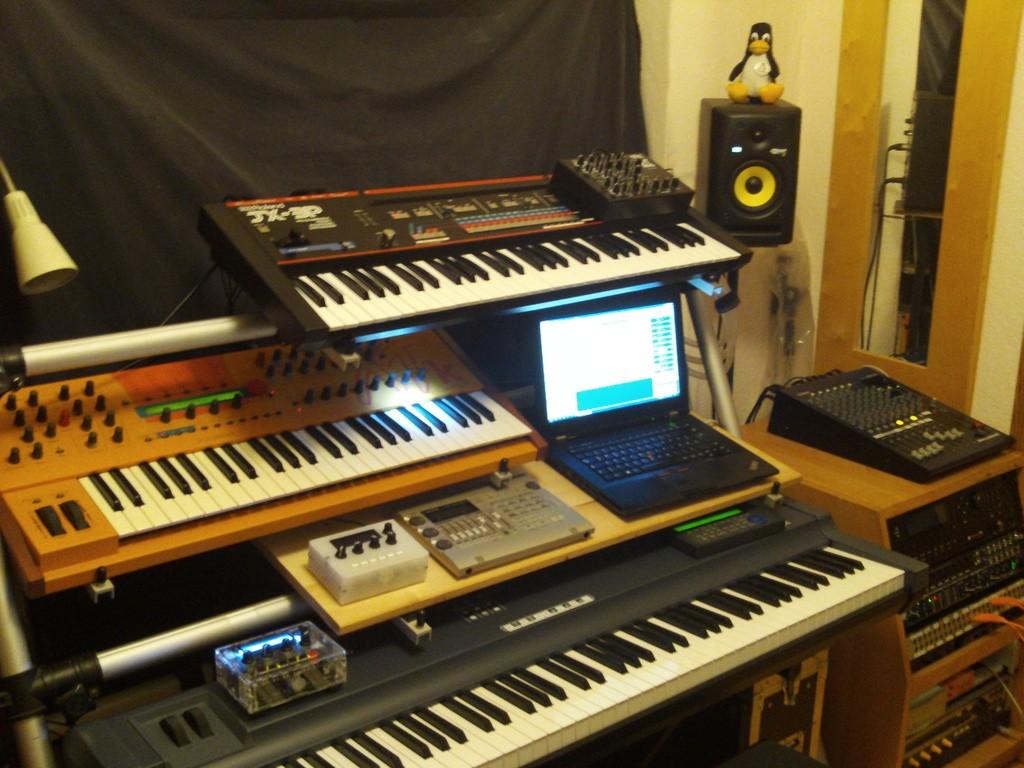bilder eures setups 2 seite 12 musiker board. Black Bedroom Furniture Sets. Home Design Ideas