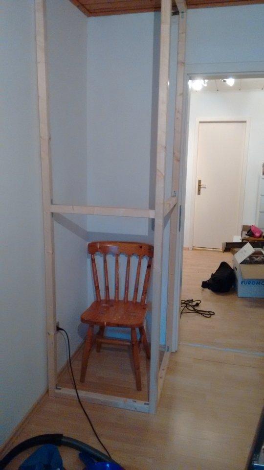 Wickelkommode Mit Wanne Ikea ~ Das Gerüst geht bis unter die Decke und wird dann von unten bis oben