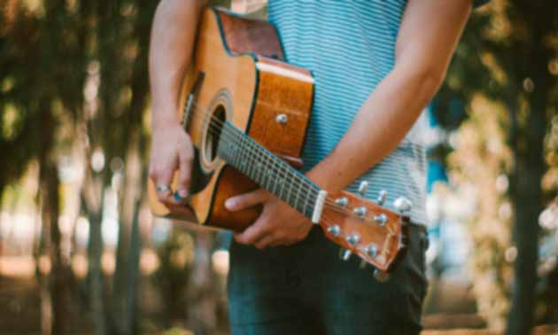 gitarre-effekt-di-box-akustikgitarre