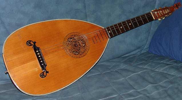 Gitarrenlaute 1.jpg