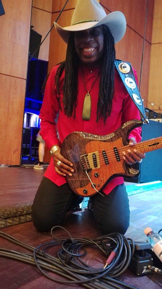 Guitar-Summit-Larry-Mitchell.jpg