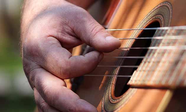 neue-akustikgitarre-besser-als-vintage