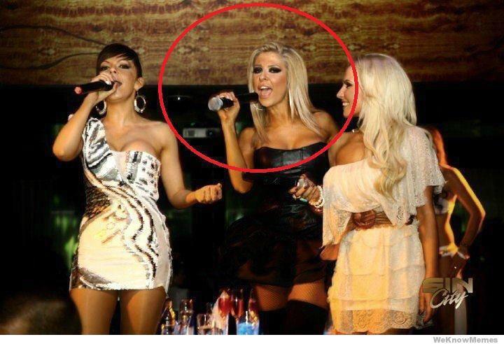 holding-a-microphone-fail.jpg