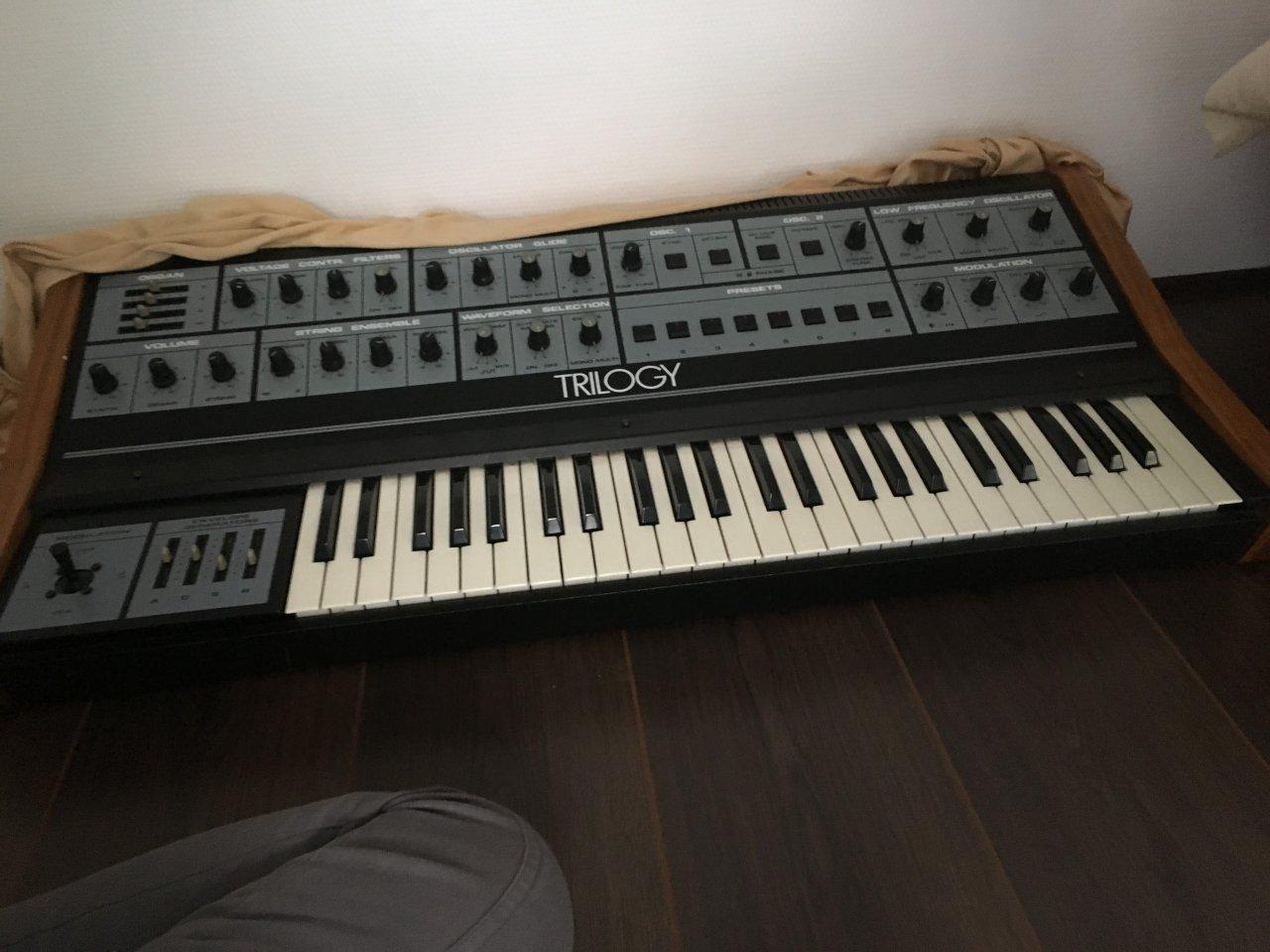 crumar trilogy wo berholen lassen musiker board. Black Bedroom Furniture Sets. Home Design Ideas