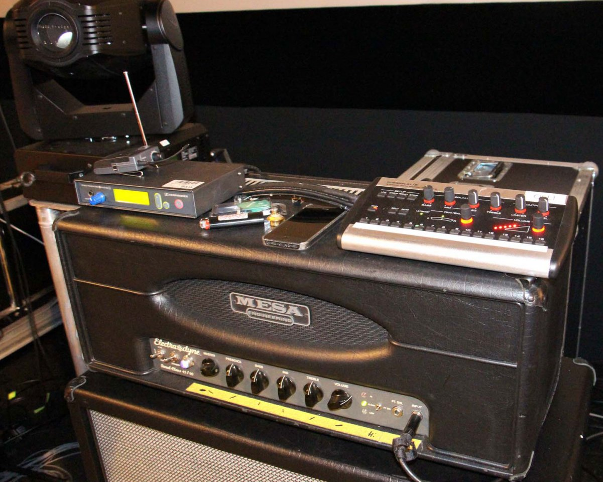 Bhnen Monitor Anlage Mit Behringer X32 Rack Und P16 M Musiker Board Live Performance Setup With S16 And System Mesa Top