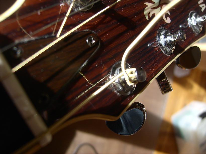 Kopfplatte Akustikgitarre Detail