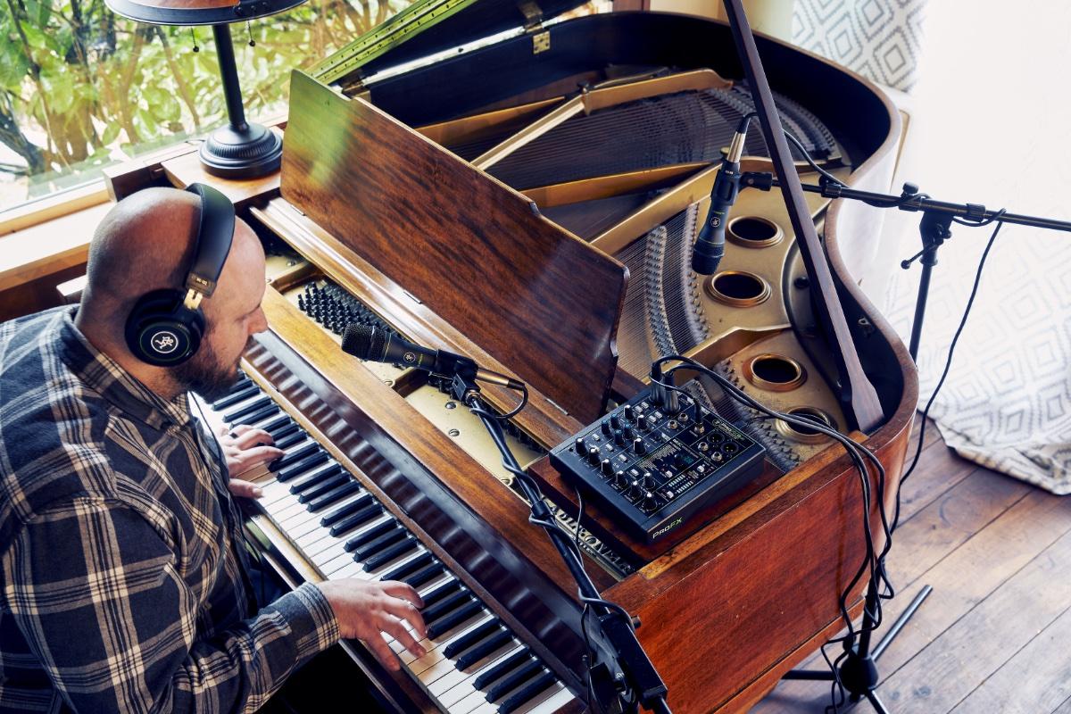 Mackie Performer Piano.jpg