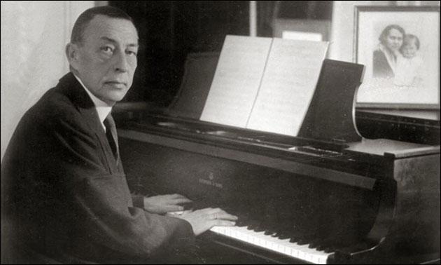 Rachmaninoff_playing_Steinway_grand_piano.jpg