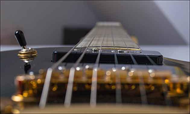 Gitarrenbrücke Detail