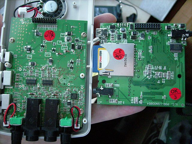 87675d1224621387-review-handheld-digialrecorder-fame-hr-2-swissonic-mdr-2-img-stage-line-dpr2000-upper_pcb_lifted.jpg