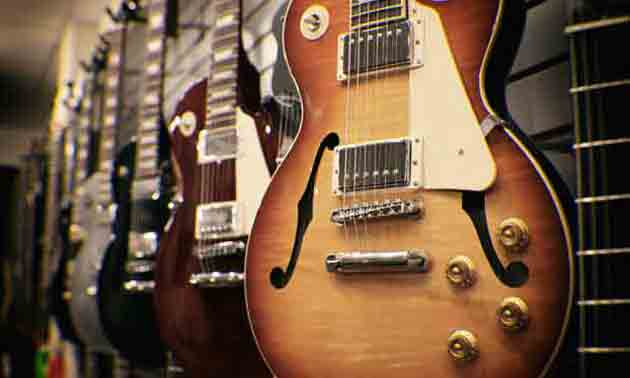 wandhalterung-gitarre-saiteninstrumente-an-wand-anbringen