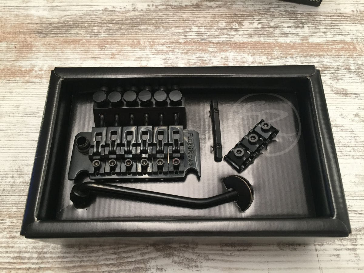 reserviert floyd rose original tremolo kit frt 200 k black mit r2 nut neu musiker board. Black Bedroom Furniture Sets. Home Design Ideas