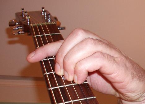 Sind die Saiten am Hals immer so eng zusammen? | Musiker-Board